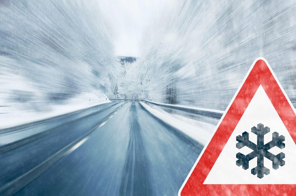 Panneaux de chaînes à neige obligatoires : réglementation et significations